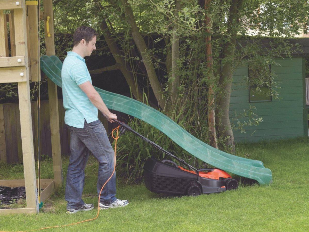 cắt tỉa cỏ sân vườn